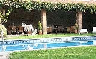 Casas con piscina en granollers for Piscinas de granollers