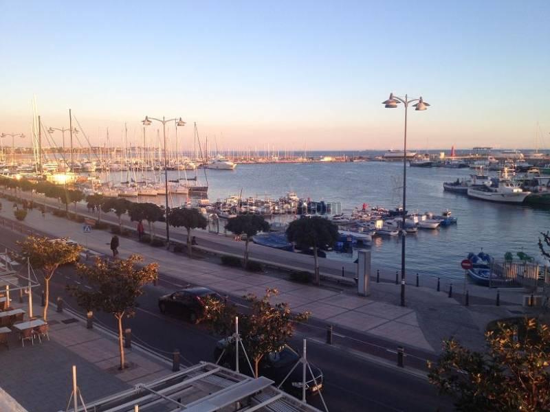 Alquiler piso por 600 en passeig miramar alquiler puerto for Pisos de alquiler en cambrils